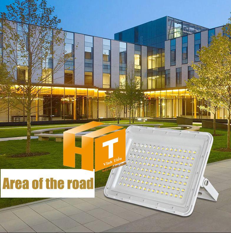 Đèn pha led năng lượng mặt trời thấu kính 300W. sử dụng năng lượng mặt trời chiếu sáng từ 3-5 năm không lo tốn tiền điện,  hiêu JINDIAN, Thời gian chiếu sáng đến 12-14 giờ liên tục, Đèn có tính năng tự động bật khi trời tối và tắt khi trời sáng.  Lắp đặt dễ dàng, phù hợp mọi địa hình,  Thắp sáng suốt đêm, tránh xa sự dòm ngó của trộm cắp  Kèm theo điều khiển bật/tắt từ xa và chế độ hằng giờ hiện đại giúp cuộc sống của bạn dễ dàng và tiện lợi hơn bao giờ hết.  Tấm pin công nghệ Poly, tuổi thọ lên đến 10-12 năm. Thích hợp lắp đặt trong nhà, các ki ốt, nhà hàng, trên tàu thuyền. sản phẩm đèn năng lượng dùng ngoài trời, loại tốt, giá rẻ, chất lượng, siêu sáng, cảm úng chuyển động, chính hãng ledvinhtien.com