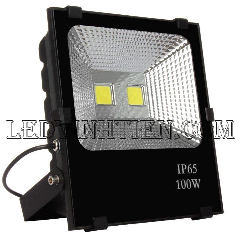 Hình ảnh chi tiết mọi góc cạnh của Đèn pha led kim cương 100W loại tốt, giá rẻ, đủ công suất, dùng chiếu sáng ngoài trời là sản phẩm của công ty đèn led Vĩnh Tiến, nhập khẩu và phân phối sỉ đèn pha chiếu xa, mã đèn DPLVD-100W-VTHT ledvinhtien.com được sử dụng cho chiếu sáng biển quảng cáo, sân chơi thể thao, chiếu sáng cho các nhà xưởng, bảng hiệu, bảng quảng cáo,chiếu sáng công cộng,chiếu sáng sân vườn, IP66, 67, 65, ÁNH SÁNG TRẮNG, VÀNG   Góc chiếu 60 độ   LEDVINHTIEN.COM chuyên đèn led công nghiệp chiếu sáng xa, rộng, chiếu sáng bảng hiệu, chiếu sáng bảng quảng cáo DÙNG CHIẾU SÁNG NGOÀI TRỜI, SÂN VẬN ĐỘNG, SÂN BANH, QUẢNG TRƯỜNG, CÔNG VIÊN,...
